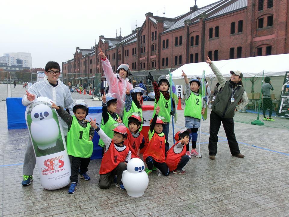 2016年 横浜赤レンガ倉庫前にて雪合戦